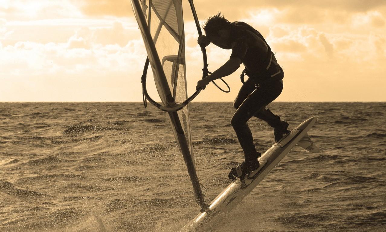 Dość łatwo znaleźć szkołę windsurfingu
